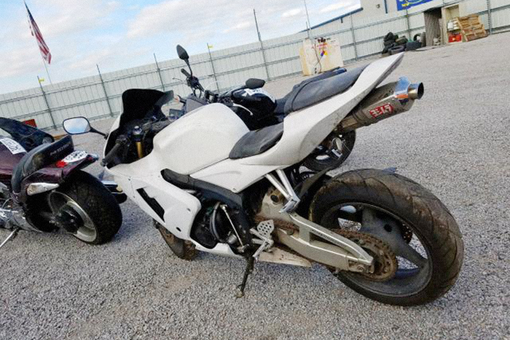 Ржавая приводная цепь. Такой мотоцикл очень давно стоит бездвижения. Фото: copart.com
