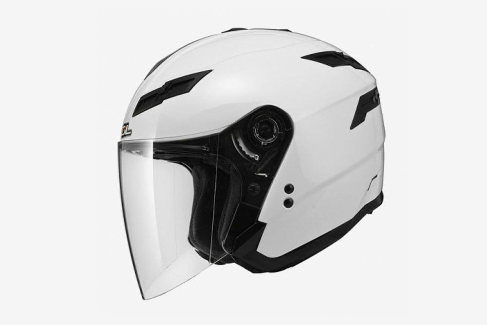 Открытый шлем, или шлем «три четверти», не защищает нижнюю челюсть иподбородок. Зато стекло незапотевает