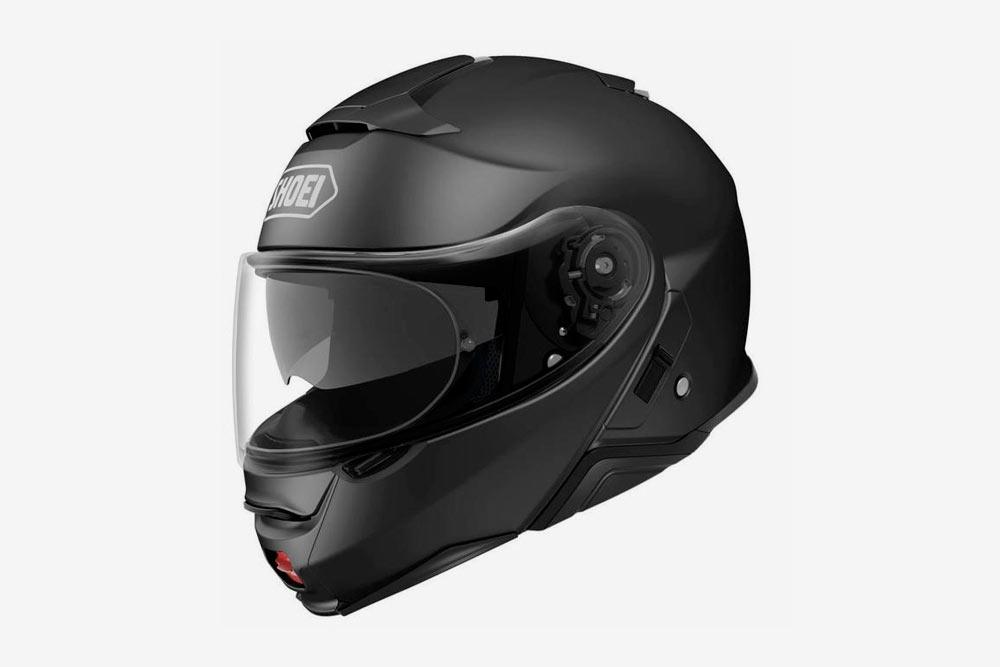 Шлем-интеграл подходит дляпередвижения погороду иполностью защищает голову