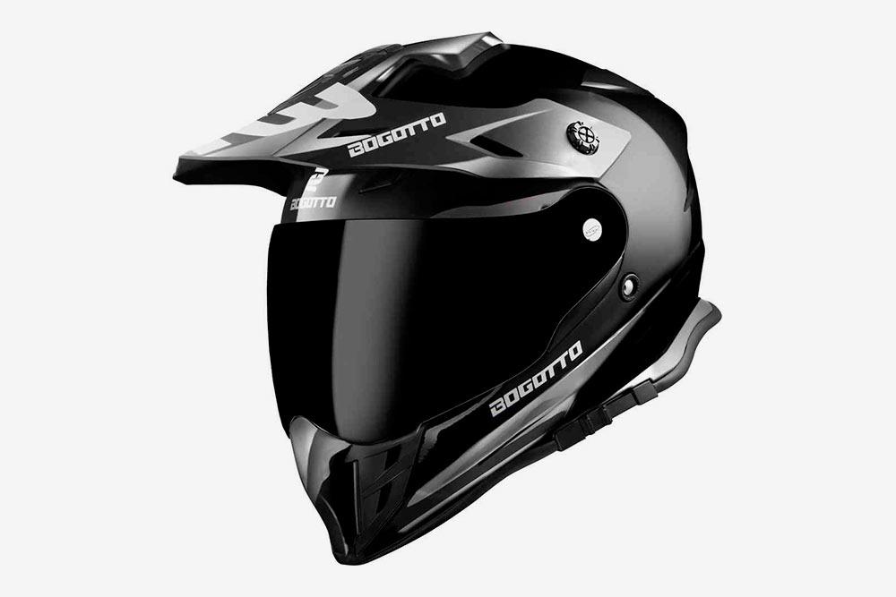 Эндуро-шлем нужен дляезды попересеченной местности: вот этот вот козырек защищает мотоциклиста отлетящей сдороги грязи