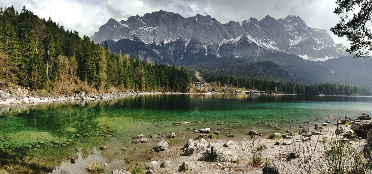 Айбзее — маленькое озеро под Цугшпитце, самой высокой горой Германии