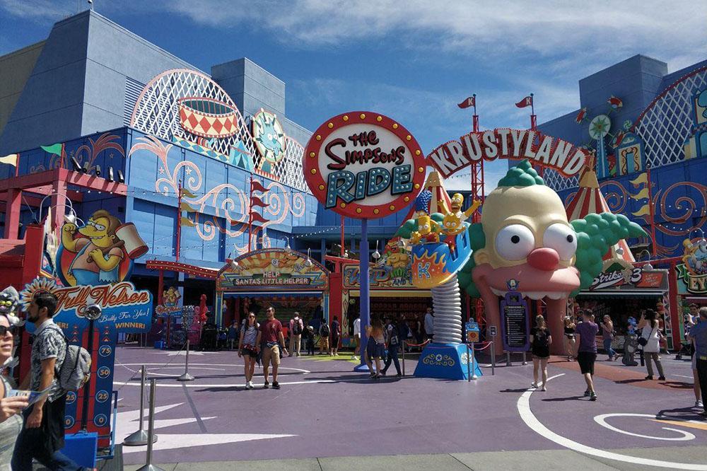 3D-симулятор The Simpsons Ride. Сюда мы так и не попали: пришлось бы стоять в очереди 1,5 часа
