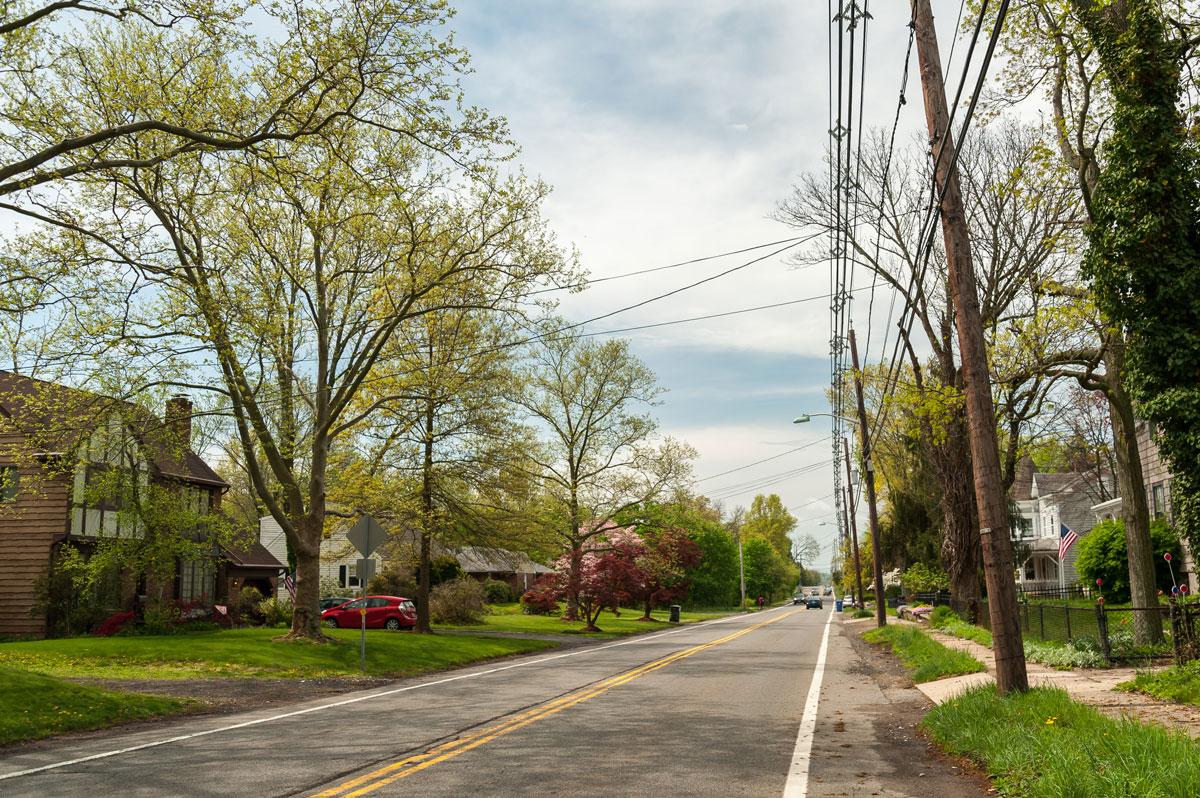 Соседняя улица ранней весной