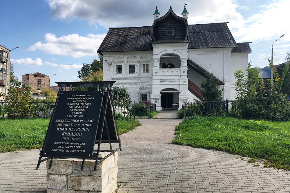 Я не встречала ни одного дома, похожего на палаты Олисова. Очень хочется надеть сарафан и сфотографироваться на крыльце