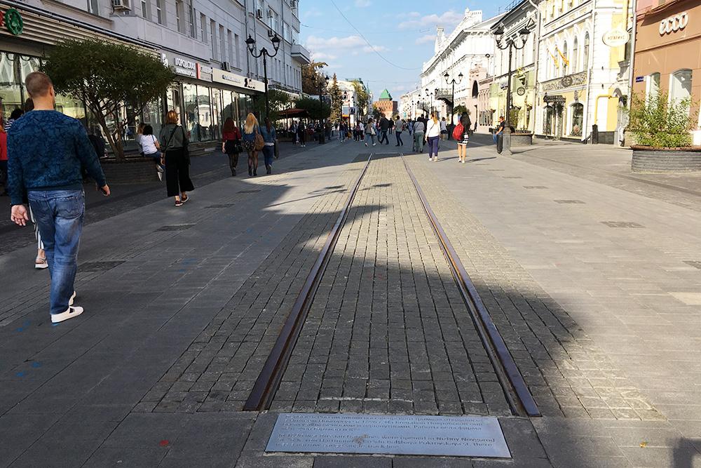 Нижний — родина трамвая. Там были проложены первые в России трамвайные рельсы. Их фрагмент остался на Большой Покровской