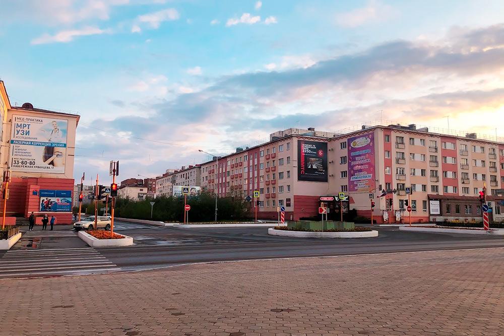 Пересечение Ленинского проспекта иулицы Дзержинского