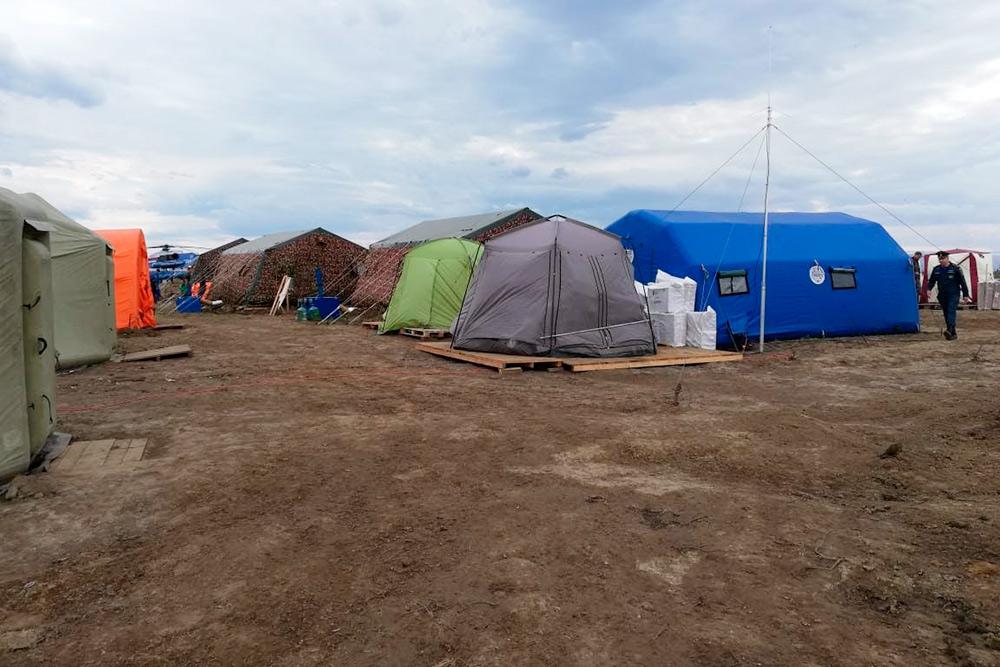 Палаточный лагерь втундре, вкотором жил мойтоварищ вовремя командировки