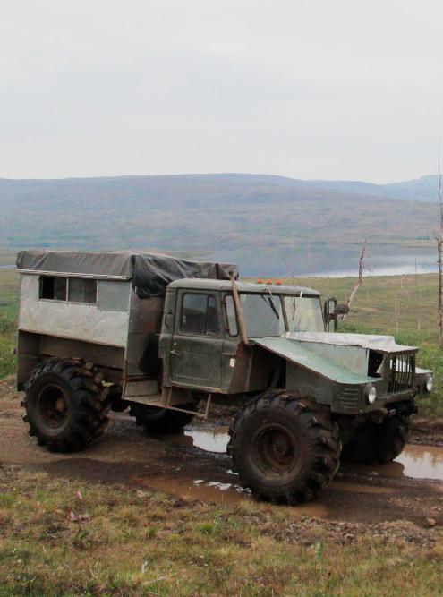 Самодельный вездеход на базе автомобиля ГАЗ-66. На таком отчим ездил на охоту и рыбалку