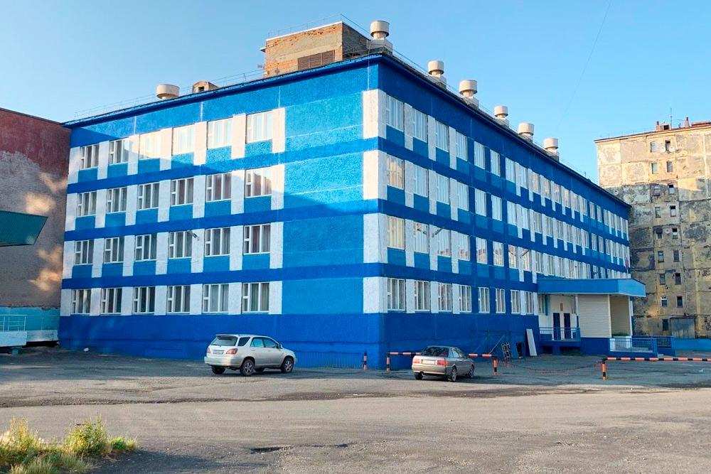 Школа-гимназия № 11, в которой я учился. Это одна излучших школ Норильска по результатам рейтинга образовательных учреждений города и лучшая в Кайеркане
