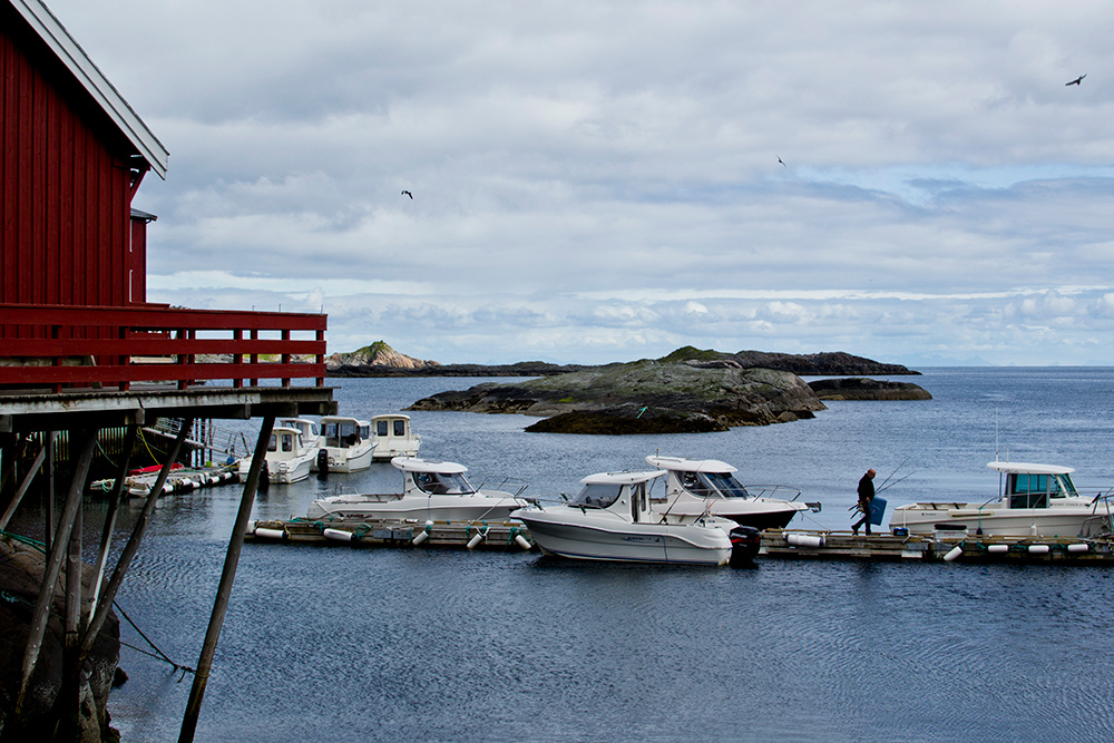 Жизнь большей части норвежцев связана с морем: страна зарабатывает на добыче нефти и рыболовстве