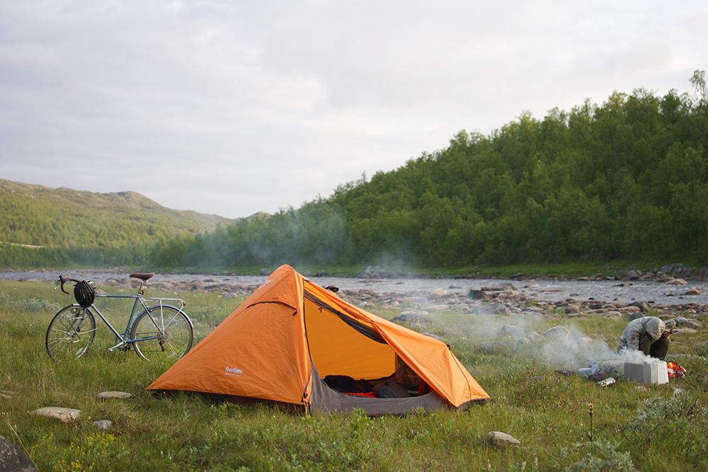 Лагерь на берегу реки Goahtemuorjohka