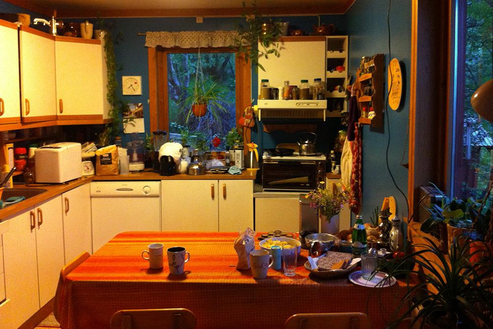 В «Вормшауэрсе» мы познакомились с финкой Ракель — она нас и приютила в Киркенесе. Дом был очень приятный и уютный, нам выделили целую комнату с кроватью. Я спал на полу