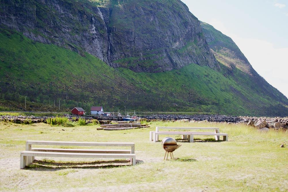 Столиками и мангалами на пляже можно пользоваться бесплатно