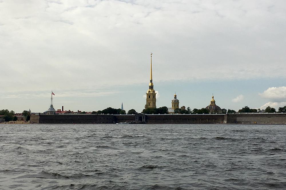 Вид с яхты на Петропавловскую крепость. Смотреть на Петербург с воды, а тем более с собственной яхты, — незабываемый опыт