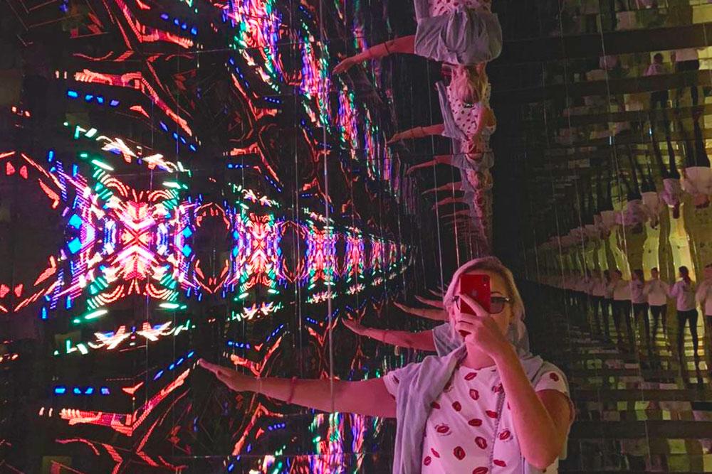 Зал сотражениями— как будто тызалез вкалейдоскоп. Фото Натальи Беловой