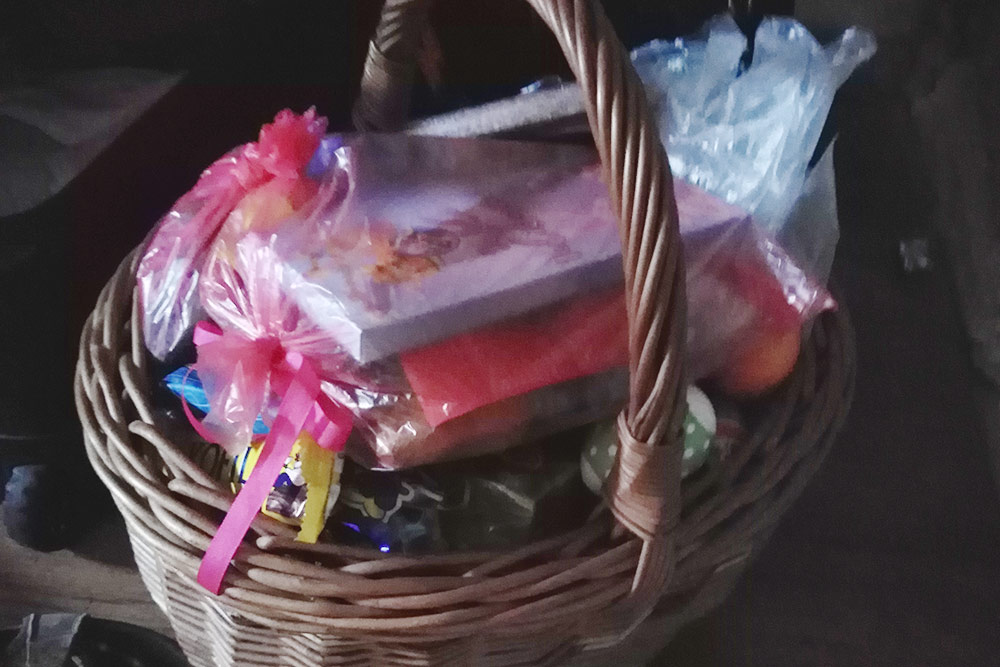 Корзина сладостей, которую сын смужем принесли домой наMrskut