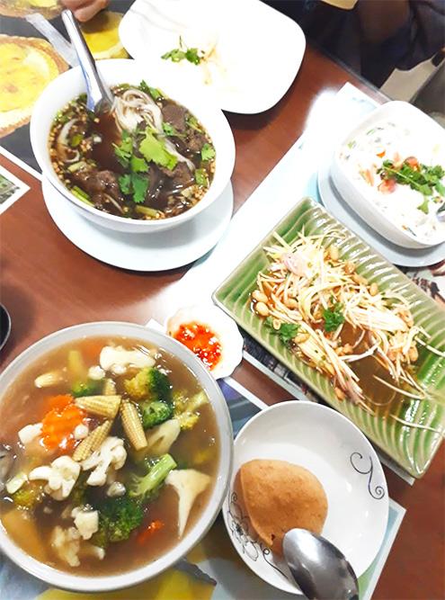 За ужин на троих в тайском ресторане мы с друзьями заплатили 17 OMR (3374<span class=ruble>Р</span>)