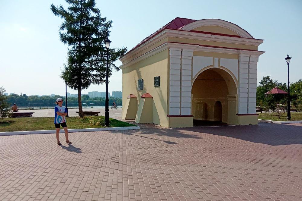 В1850году Достоевского провели вОмскую крепость через Тобольские ворота