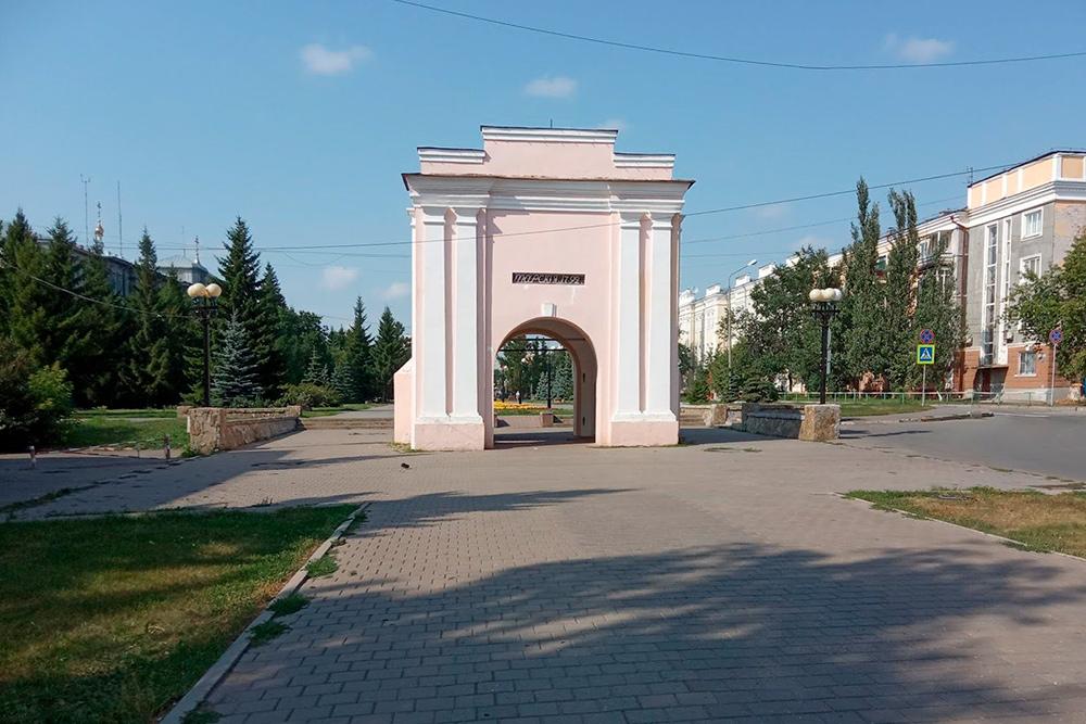 УТарских ворот сходились три дороги: вТобольск, Тару ивБарабинскую степь
