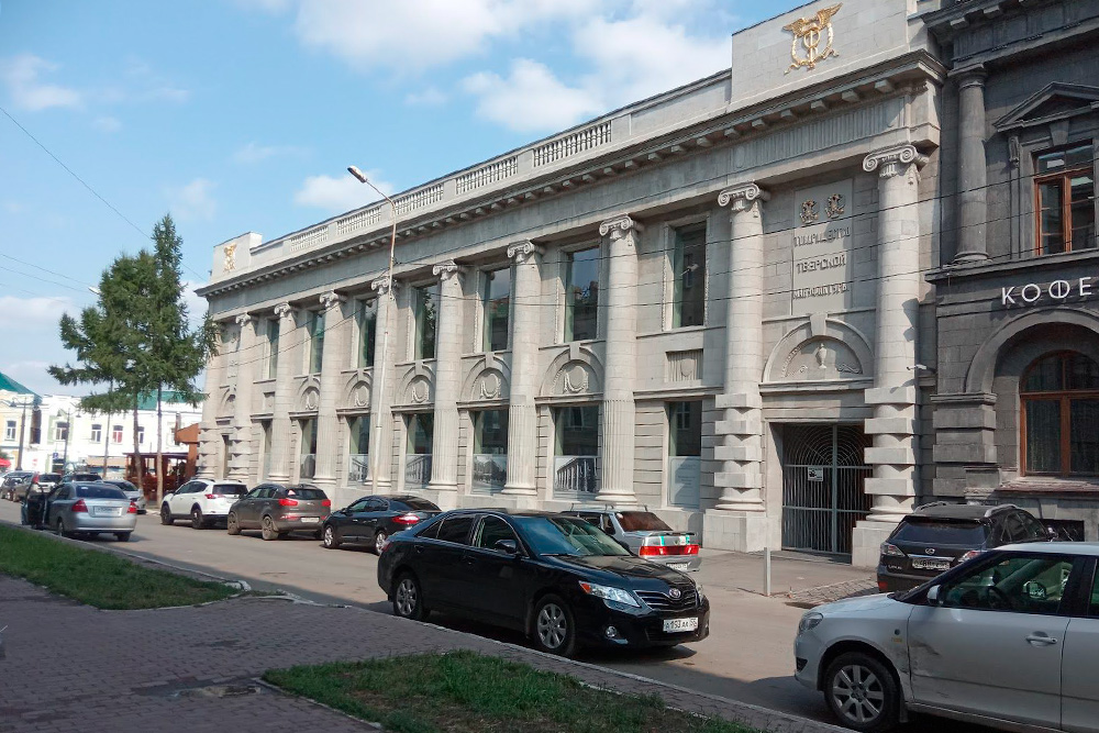 Тверская мануфактура тоже напоминает какое-то петербургское здание