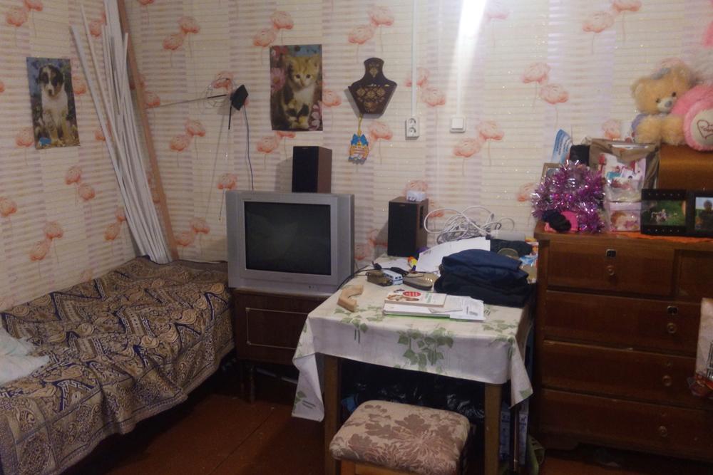 Спальное место дляребенка и стол дляуроков