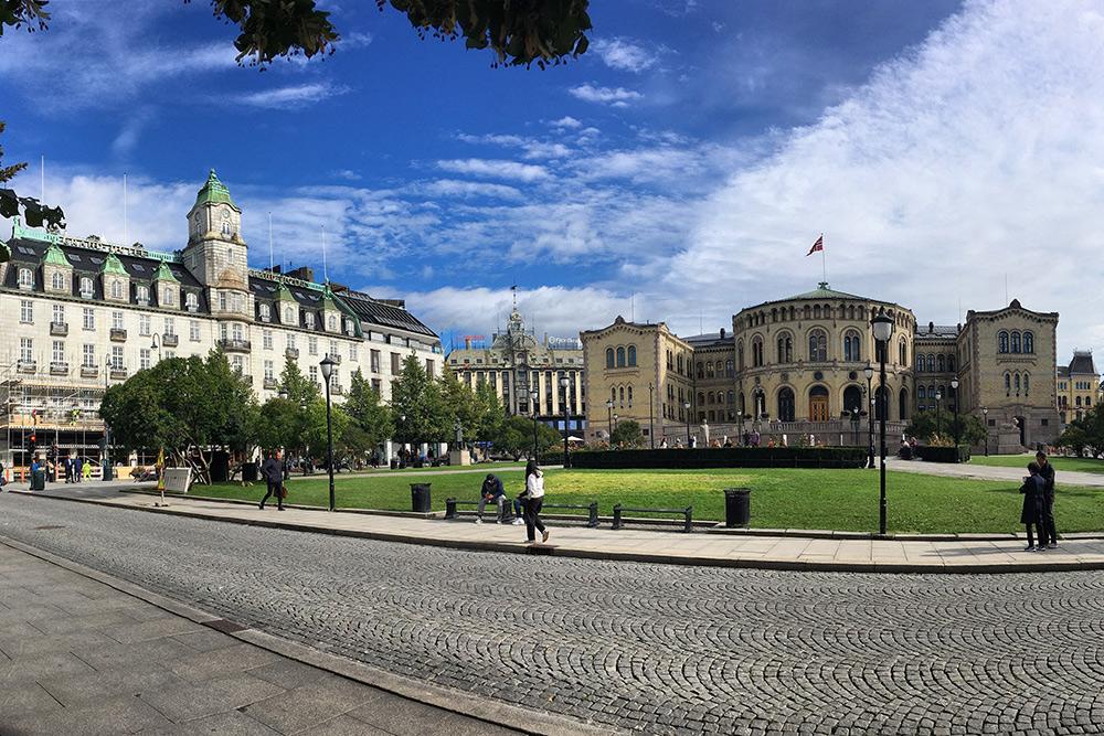 Норвежский парламент — Стортинг, это название есть на некоторых картах. Так же называется ближайшая станция метро