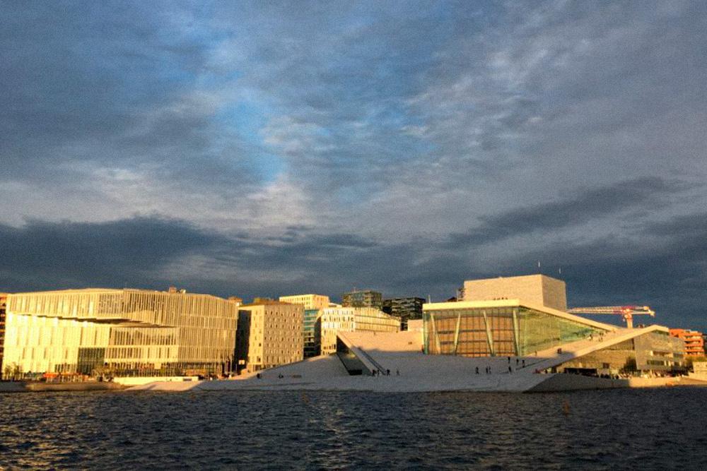 Опера стала украшением квартала Бьорвика. Раньше это была некрасивая промышленная окраина