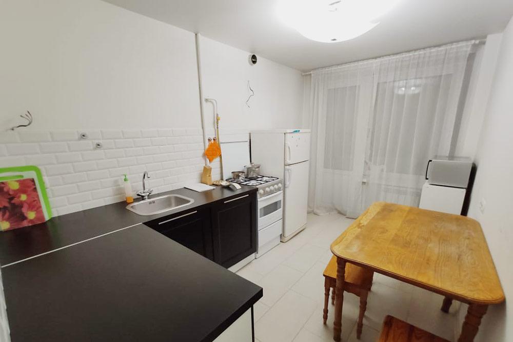 А это кухня с выходом на балкон