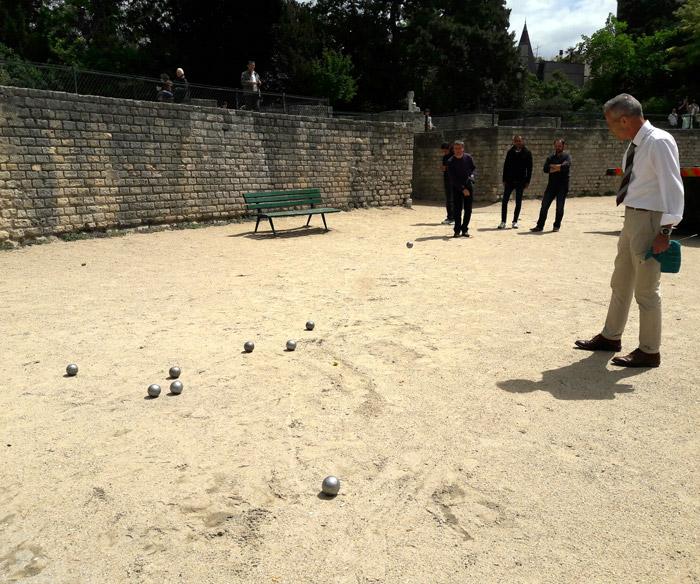 Петанк в обеденный перерыв на территории древней арены Лютеции