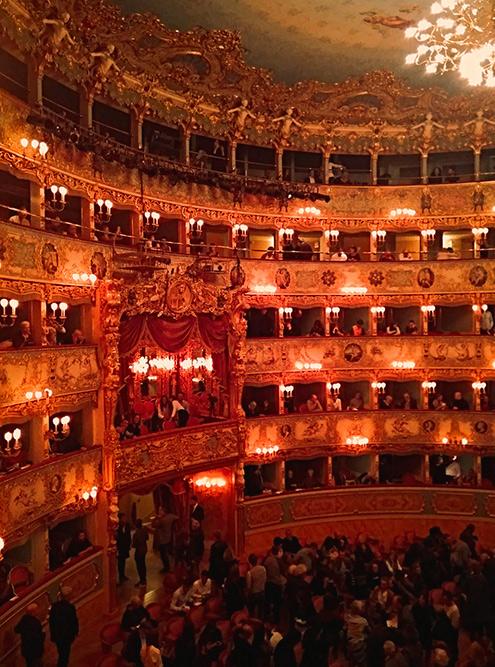 Оперный театр «Ла Фениче», один из самых знаменитых в Европе, дает представления каждый день