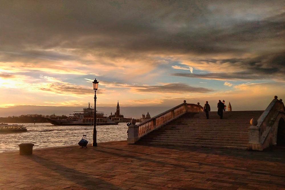 Мне нравится гулять по набережной Скьявони от площади Сан-Марко до садов Биеннале. Это единственный в Венеции променад длиной 2 км по прямой