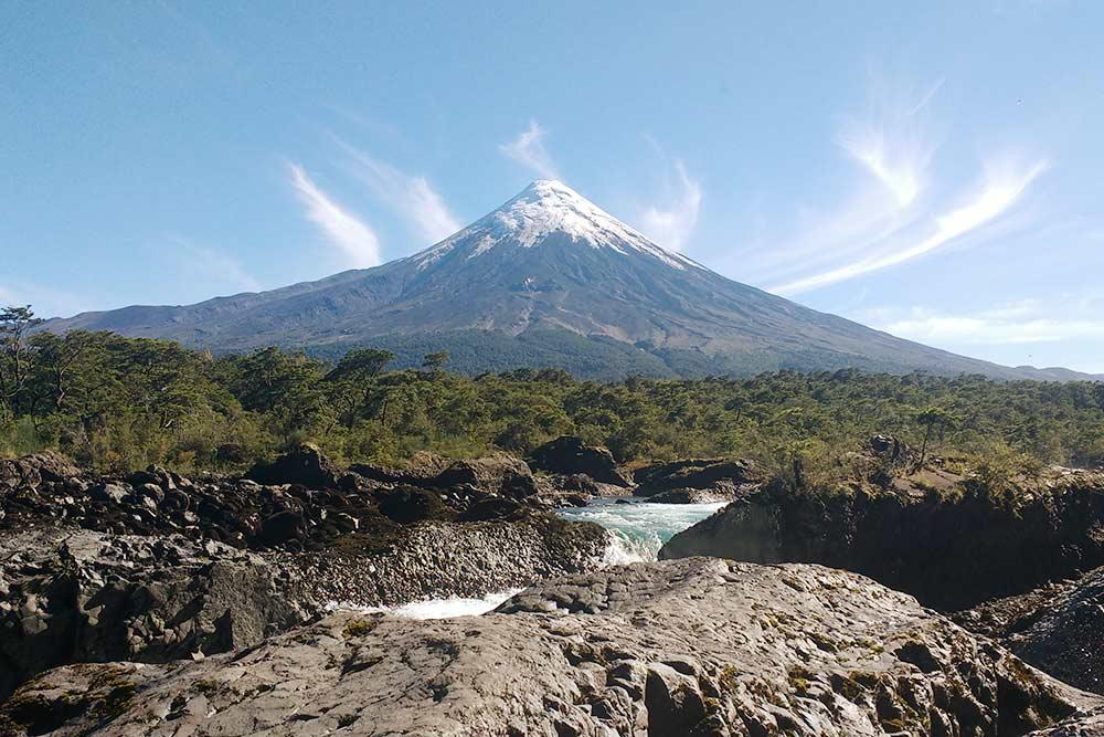 В Патагонии есть и активный вулкан Осорно