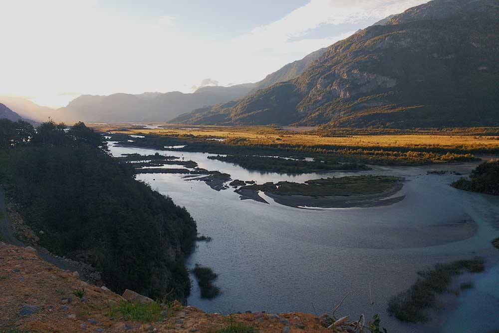 Долина, где располагается поселение Серро-Кастильо