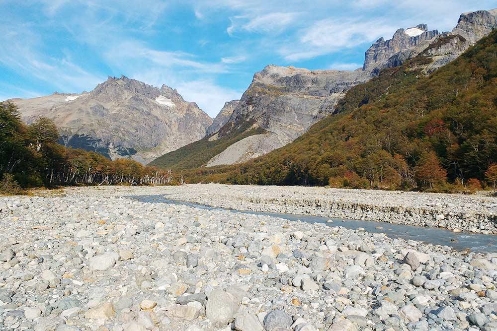 Рядом с этой рекой находится кемпинг, где я провел первую ночь