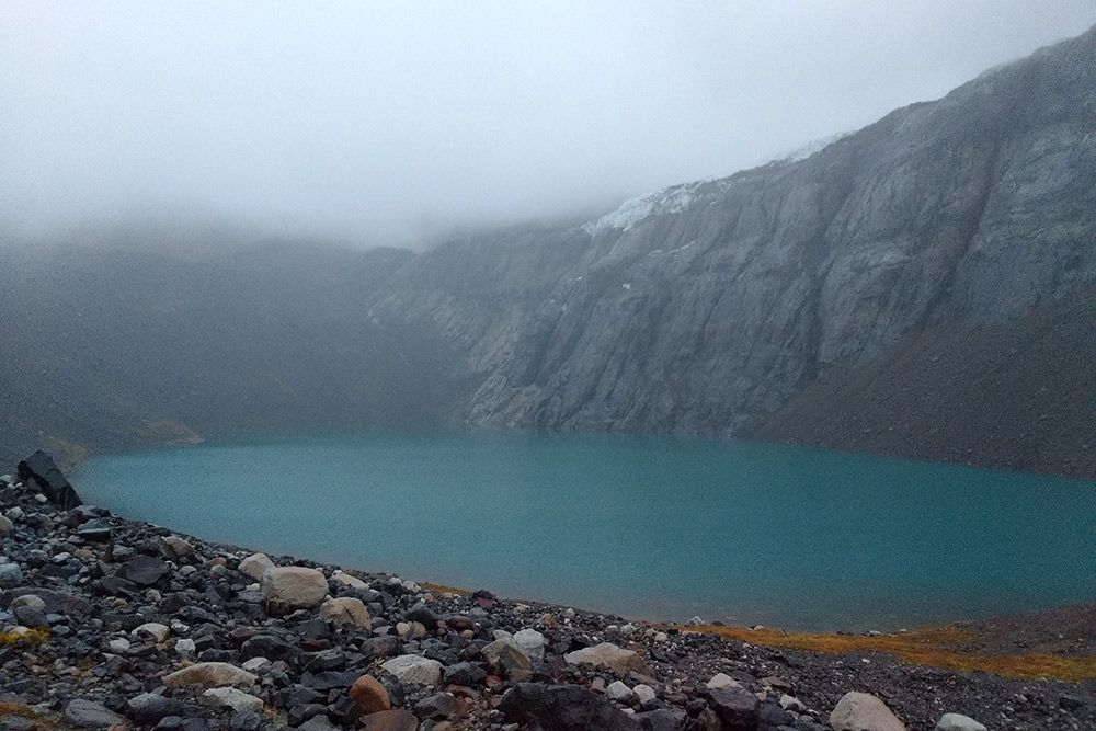 Озеро рядом с кемпингом, где я провел вторую ночь. Туман надвигается