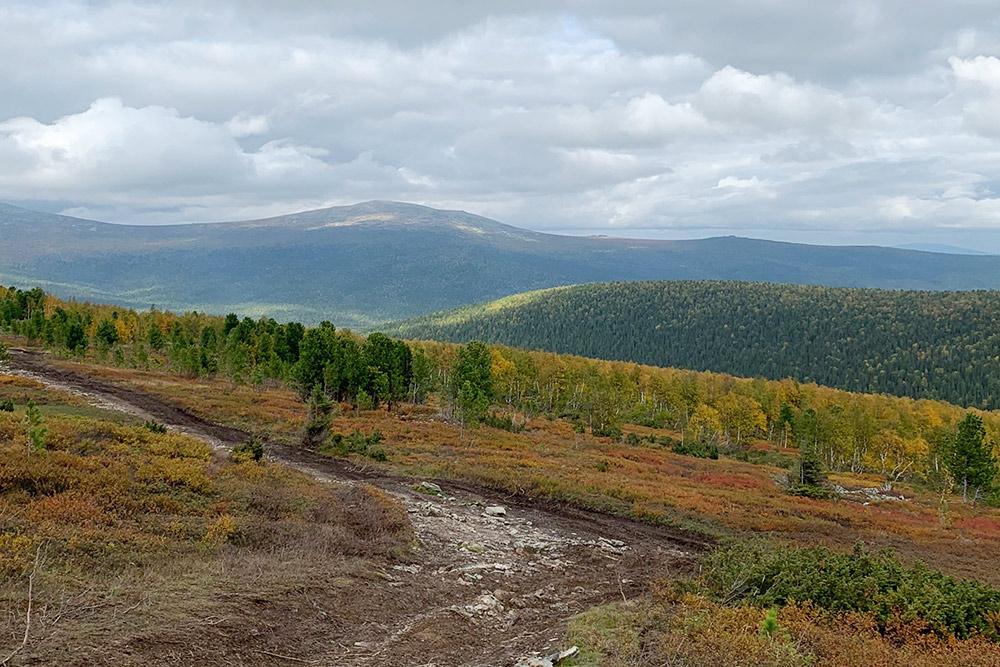 Мы ходили на перевал в начале сентября 2019года. Осенью Уральские горы особенно красивы