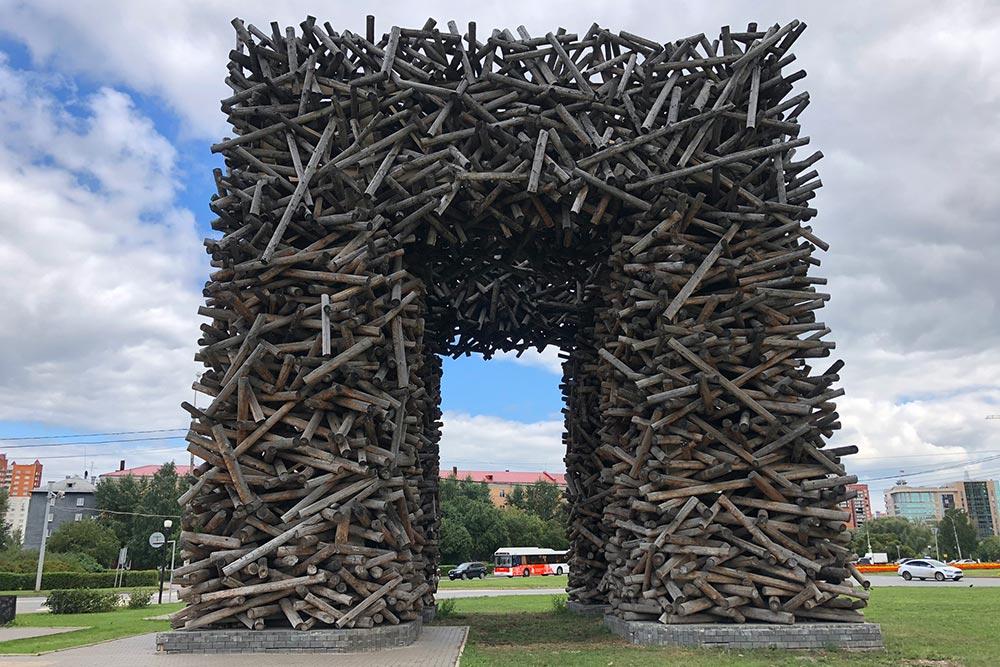 Пермские ворота ввиде буквы«П»— своеобразная триумфальная арка