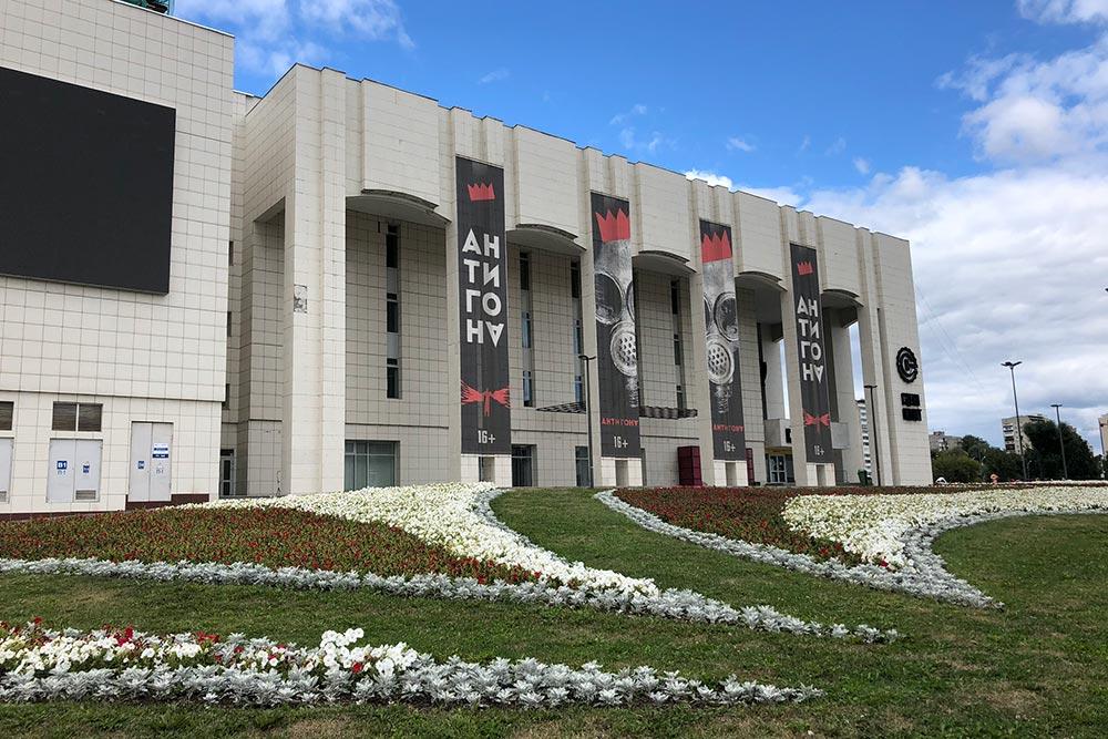 Репертуар театров постоянно обновляется, поэтому всегда можно попасть на премьеру