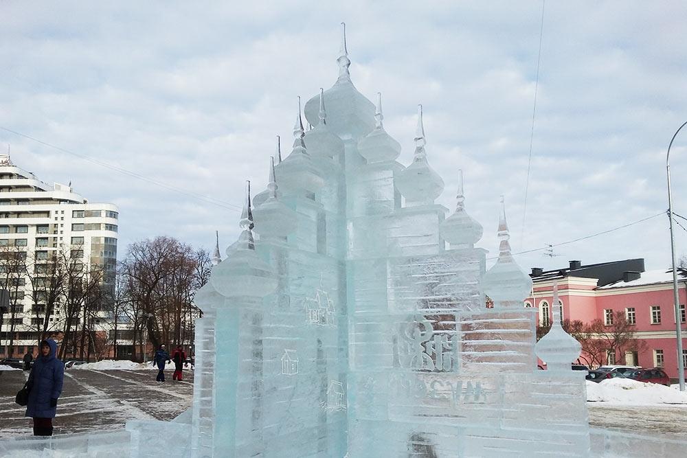 В конкурсе на лучшую скульптуру из снега или льда каждый год соревнуются команды из разных городов и стран