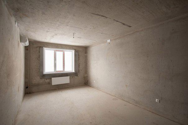 Продавец не стал восстанавливать «убитую» квартиру, а всё выбросил, зашпаклевал стены и сделал стяжку полов. Теперь квартира не требует ремонта, а подготовлена к ремонту. Источник: lipetsk.nedvrf.ru