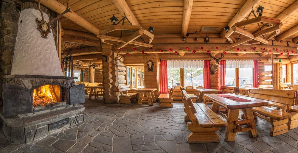 Внутри все деревянное. Источник: Samequizy.pl
