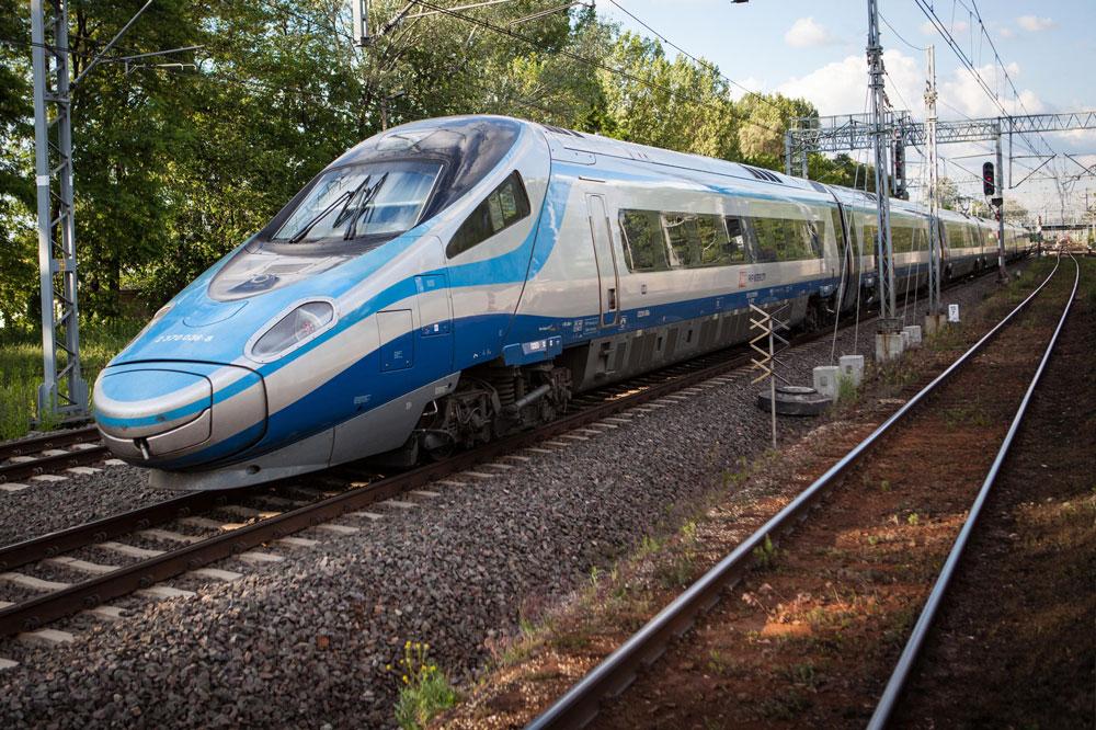 Так выглядит скоростной поезд «Пендолино» снаружи. Источник: Money.pl