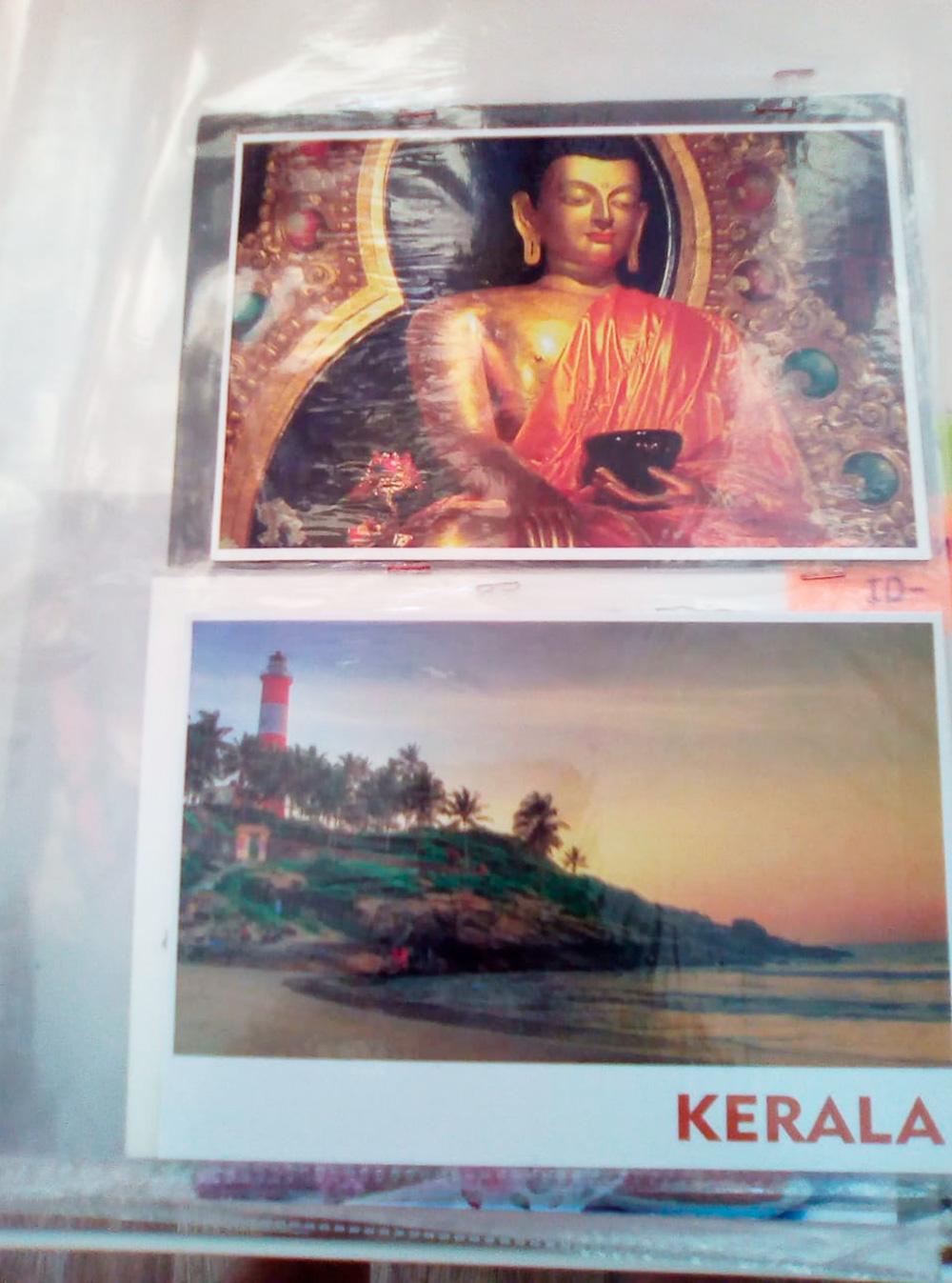 А эти открытки мне в благодарность прислал работник почтовой службы из Индии