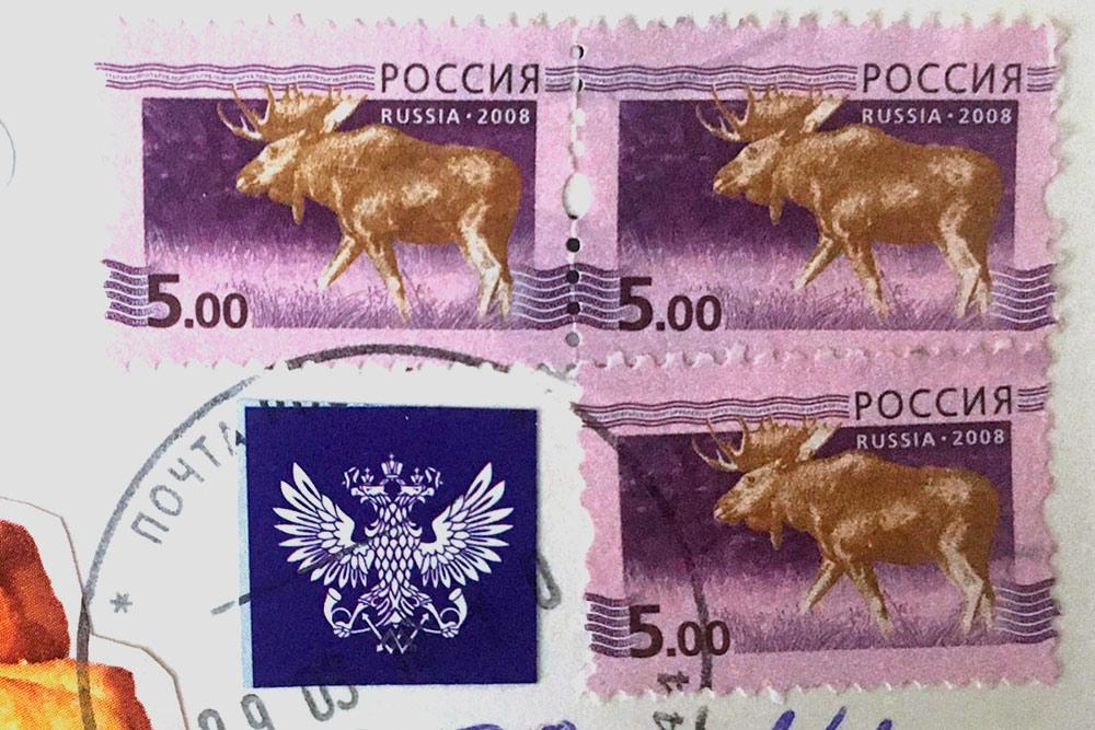 Это не художественные марки. Их выпускают большим тиражом, а рисунок скучный и тусклый
