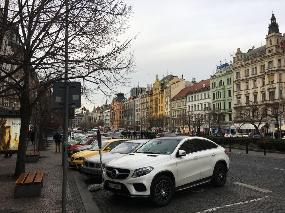 Вацлавска намести — одна из двух главных площадей города. Любимое место встречи туристов