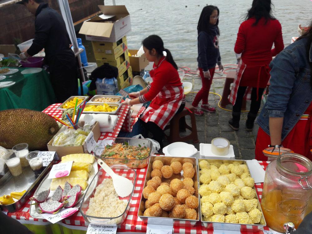 Веганский фестиваль на набережной Влтавы