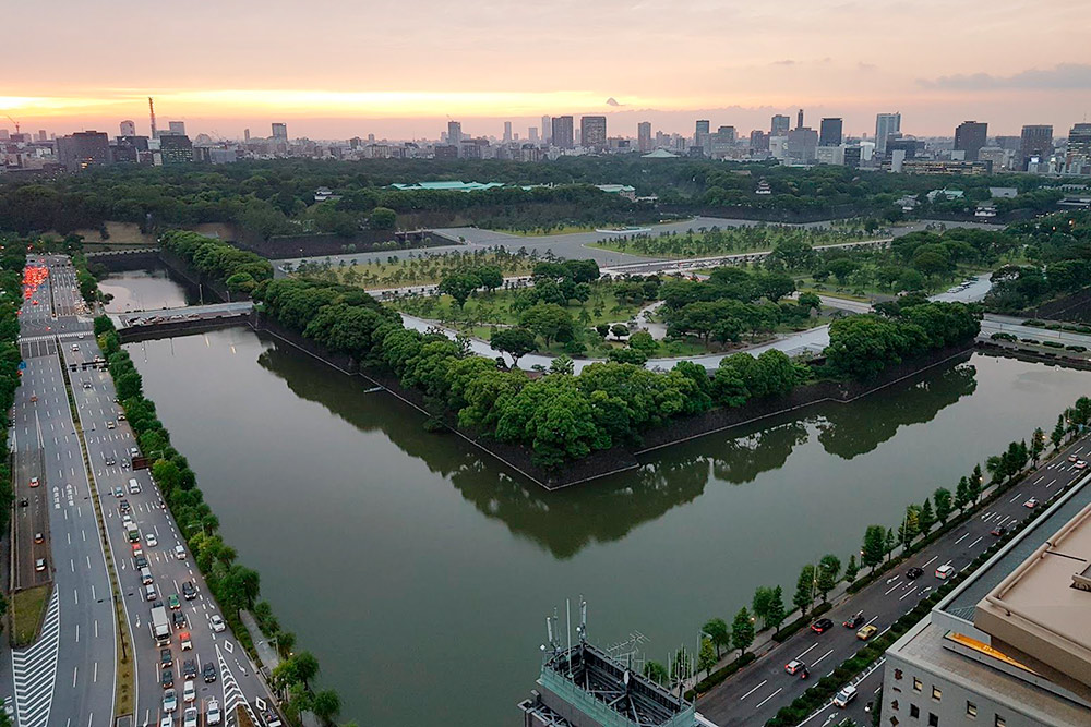 Токио, вид на императорский дворец из вип-номера отеля The Peninsula Tokyo