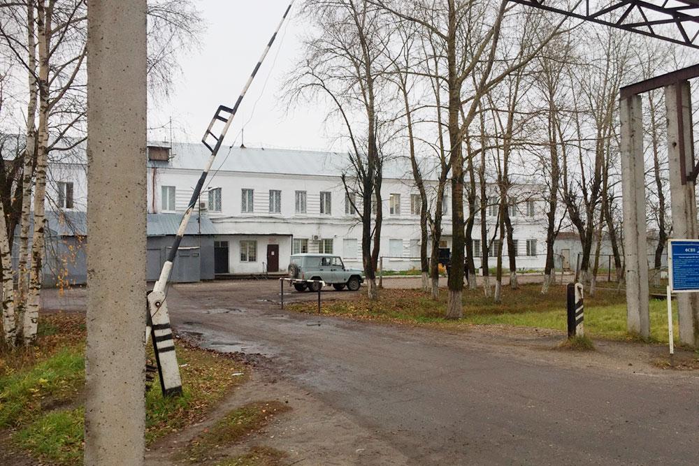 КПП колонии строгого режима ИК-12 в поселке Шексна Вологодской области