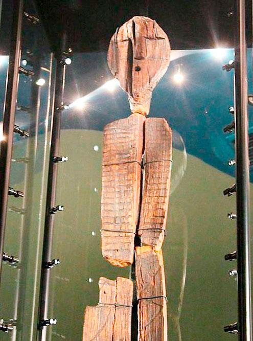 В краеведческом музее сыну нравится Шигирский идол. Он просит зайти посмотреть на него каждый раз, когда мы проходим мимо музея. Фото: ru-sled.ru