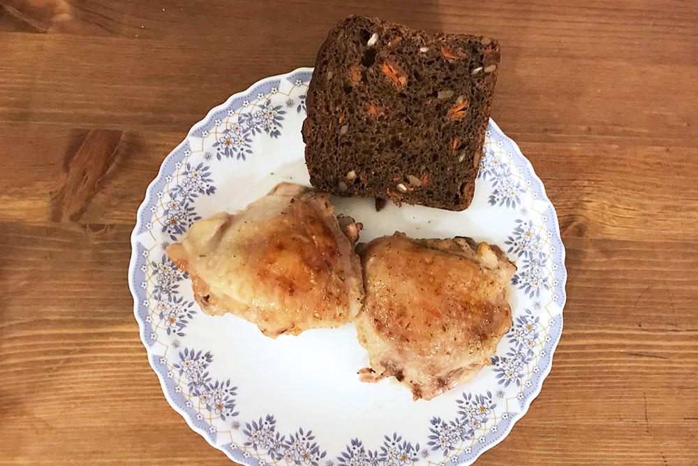 Кконцу месяца два куриных бедра иломоть хлеба стали дляменя слишком сытным блюдом. Если ясъедала такое наужин, тоуменя была бессонница: организм чувствует, что его накормили, иплещет энергией